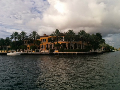 At least the scenery was beautiful. The houses on the ICW are extravagant displays of wealth and status.